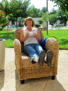 Caroline - it's a big chair!
