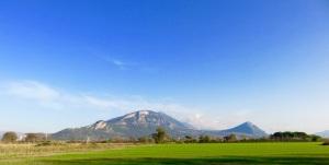 some big hills just behind Paestum